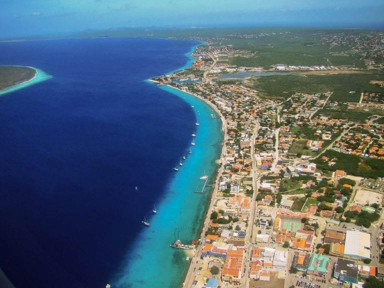 Bonaire luxury villa apartments - Luchtfoto Kralendijk- Bonaire