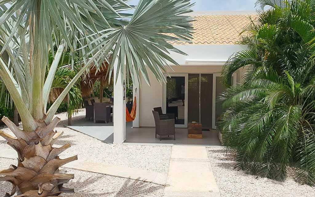 Apartments for rent Bonaire Kas Barracuda front